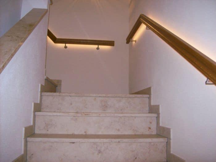 Hotel Treppenbeleuchtung Handlauf